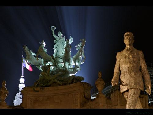 Grand_palais_nuit_de_gaulle