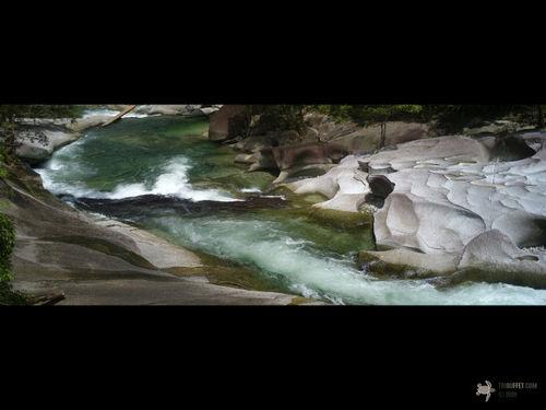 51-babinda_boulders