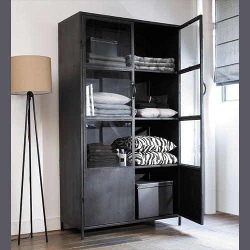 une armoire vitrine pur style industriel la d co d cod e. Black Bedroom Furniture Sets. Home Design Ideas