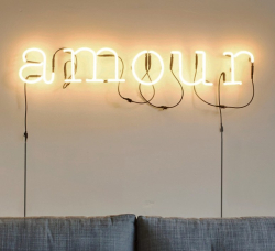 Neon-art-amour-transformateur_selab_seletti_01422_026_luminaire_lighting_design_signed-16271-product